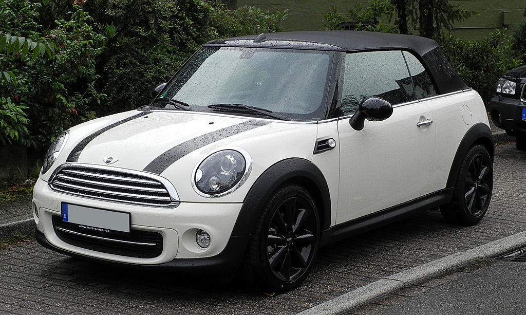 1024px-Mini_Cooper_Cabrio_(R57,_Facelift)_–_Frontansicht,_5._Juni_2011,_Wülfrath