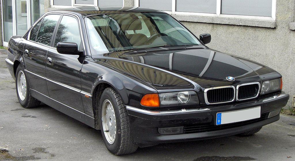 1024px-BMW_7er_(E38)_20090314_front