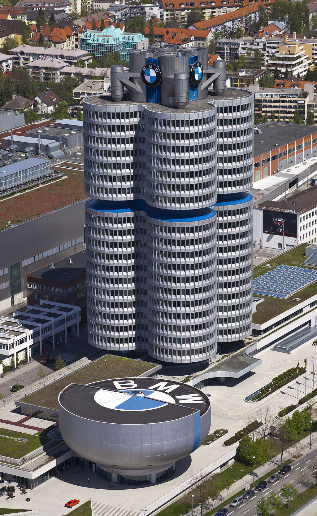 Siedziba BMW i muzeum | Diego Delso [CC BY-SA 3.0], via Wikimedia Commons