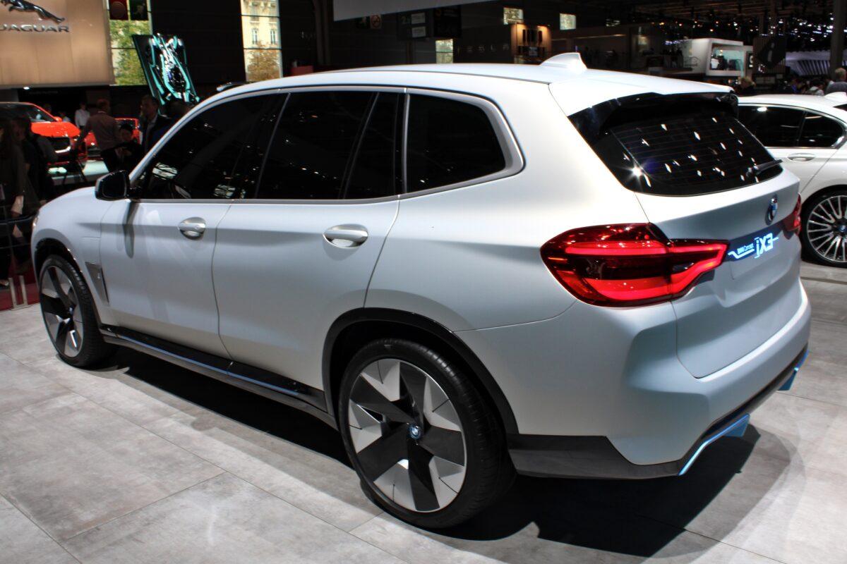 historia używanego elektrycznego BMW iX3
